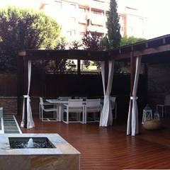 DECORACIÓN PATIO MADRID: Jardines de estilo  de La Patioteca