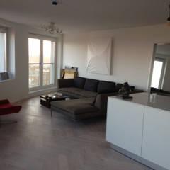 Appartement in Utrecht:  Woonkamer door Linda Zadelaar interierarchitectuur bni