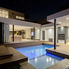 Contemporary house:  Pool by Gottsmann Architects, Modern Bricks