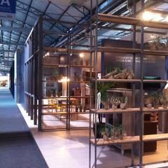 Stand empresa Politorno na feira Movelsul 2016: Espaços comerciais  por Pulse Arquitetura,Escandinavo Ferro/Aço