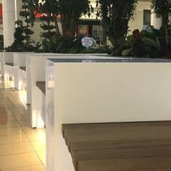 matdizayn – Bank ve çiceklik: endüstriyel tarz tarz Bahçe