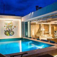 COBERTURA APARTAMENTO: Terraços  por Rosset Arquitetura