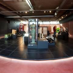 tentoonstellingsinrichting DesignMuseum Cube Kerkrade:  Exhibitieruimten door gorissendeponti ontwerpers + makers
