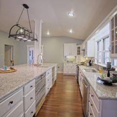 Remodelacion Farmhouse en San Antonio TX: Cocinas de estilo  por Noelia Ünik Designs, Rural