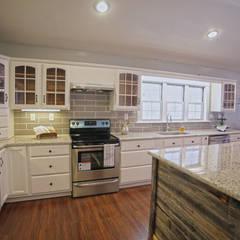 Remodelación Farmhouse en San Antonio TX: Cocina: Cocinas de estilo  por Noelia Ünik Designs