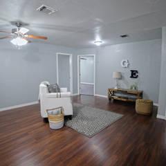 Remodelacion Farmhouse en San Antonio TX: Salas multimedia de estilo  por Noelia Ünik Designs