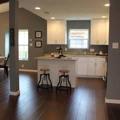 Home Staging San Antonio Tx Leon Valley: Cocinas de estilo  por Noelia Ünik Designs, Rural