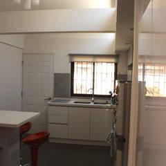 Remodelacion y ampliación Casa G.: Cocinas de estilo  por Toledo estudio Arquitectos