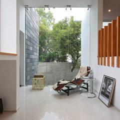 Ampliación de casa en Ciudad de Mexico - Casa BG: Pasillos y recibidores de estilo  por All Arquitectura
