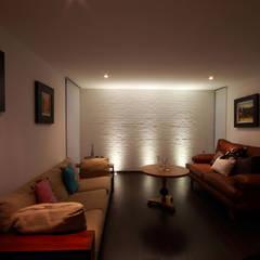 Ampliación de casa en Ciudad de Mexico - Casa BG: Salas de estilo  por All Arquitectura