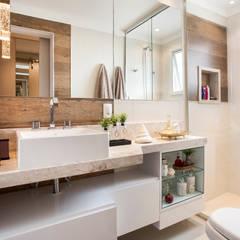banheiro suite master: Banheiros modernos por Amanda Pinheiro Design de interiores