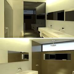 Vista de baño en dormitorio principal.: Baños de estilo  por ARQUIGRAF YB