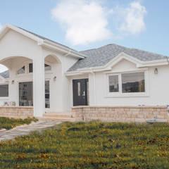 꿈속의 동화같은 단층 목조주택: 꿈애하우징의  주택,지중해