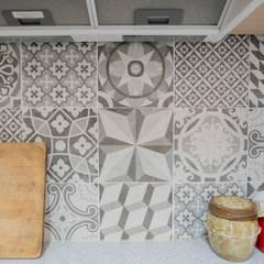 정갈하고 깔끔한 고급스러운 전원주택: 꿈애하우징의  주방
