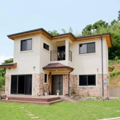 정갈하고 깔끔한 고급스러운 전원주택: 꿈애하우징의  주택,지중해