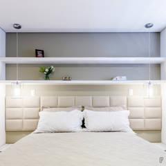 Apartamento SL: Quartos  por Caio Prates Arquitetura e Design
