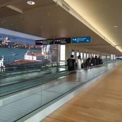 Aeroporto Marco Polo Venezia: Aeroporti in stile  di FLOORBAMBOO