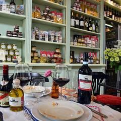 """Bistro nelle Langhe """"Drogheria di Langa"""": Gastronomia in stile  di Studio Codebò Vergnano"""
