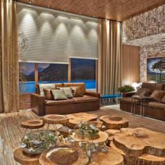 غرفة المعيشة تنفيذ Luciana Savassi Guimarães arquitetura&interiores