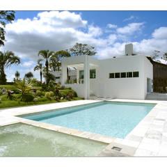 Casa de Campo: Spas  por Luciana Savassi Guimarães arquitetura&interiores