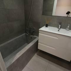 Casa Ro-De: Baños de estilo  de SMMARQUITECTURA