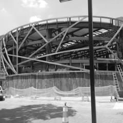 COLÉGIO MOPI Corredores, halls e escadas industriais por STEEL PROJETOS Industrial