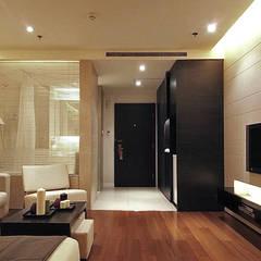 天津 格林園酒店標準房型:  飯店 by 直譯空間設計有限公司,