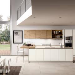 Essenza: Cucina in stile in stile Eclettico di Atra Cucine