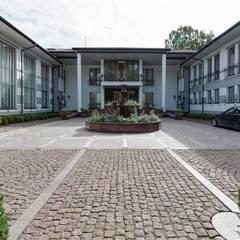 Inan AYDOGAN /IA  Interior Design Office – NG PALACE: klasik tarz tarz Bahçe