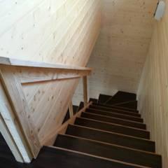 Corridor & hallway by 鄉村家園開發股份有限公司