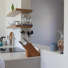 CHESTER ROAD:  Kitchen by Covet Design