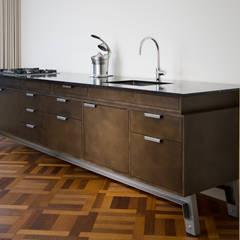 Keuken op pootjes: industriële Keuken door Vonder