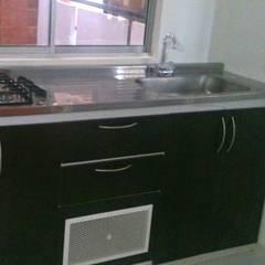 cocina: Cocinas de estilo clásico por FARIAS SAS ARQUITECTOS