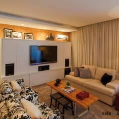 Ruang Multimedia oleh Saladearquitetura, Modern