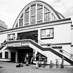 Cajón de sastre: Centros comerciales de estilo  de Irrazábal |studio|