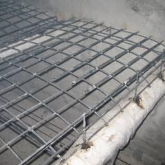 realizzazione struttura e armatura solaio soppalco: Pareti in stile  di Impresa Panizzolo srl
