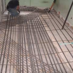 consolidamento solaio ligneo esistente: Pareti in stile  di Impresa Panizzolo srl