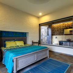 Kavardhara Villa : rustic Bedroom by Inscape Designers