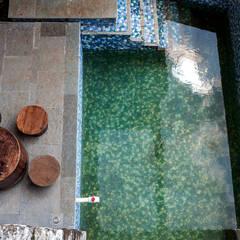 Kavardhara Villa :  Pool by Inscape Designers