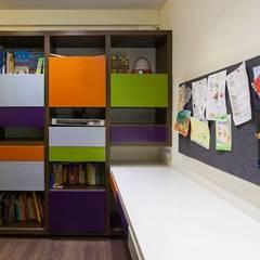 Choudhary Residence, Juhu, Mumbai:  Study/office by Inscape Designers