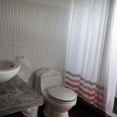 Una CASA DE CAMPO para soñar: Baños de estilo  por malu goni