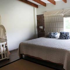 Una CASA DE CAMPO para soñar: Dormitorios de estilo  por malu goni