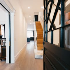 BEDFORD RESIDENCE:  Corridor & hallway by FLUID LIVING STUDIO,Modern