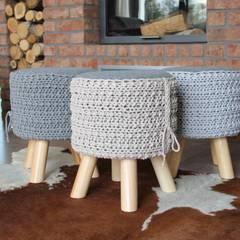 Stołek z siedziskiem ze sznurka.: styl , w kategorii Salon zaprojektowany przez Manufaktura pracownia artystyczna