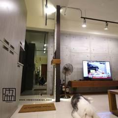 Salas / recibidores de estilo  por 協億室內設計有限公司