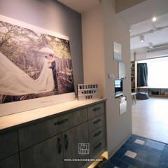 Corridor & hallway by 協億室內設計有限公司