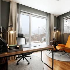 Ruang Kerja oleh 위즈스케일디자인, Modern