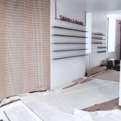 Rénovation Boutique: Locaux commerciaux & Magasins de style  par Aria Ann