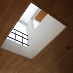 청유재: 디자인랩 소소 건축사사무소의  베란다