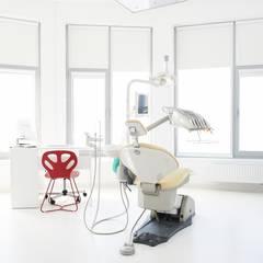 Dentysta Rodzinny gabinet stomatologiczny: styl , w kategorii Kliniki zaprojektowany przez STUDIO 180°